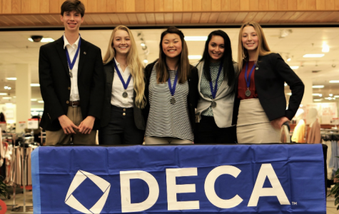 Sixteen DECA Students Move on to States