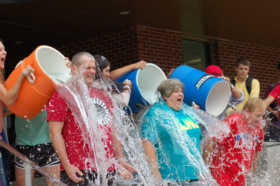 ALS+ice+bucket+challenge+promotes+tentative+awareness