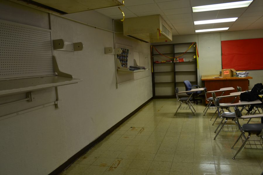 Students endure obstacles of annex