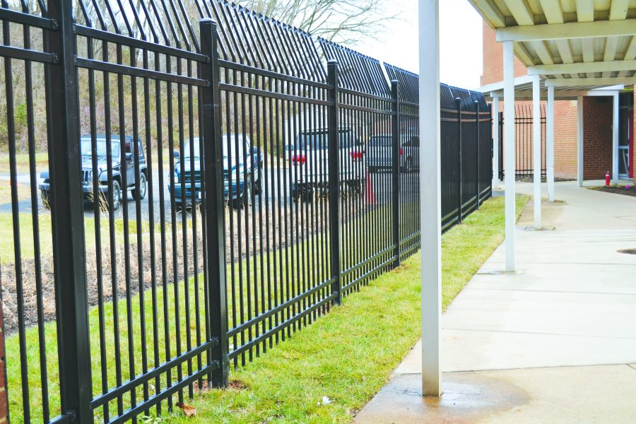New+eight-foot-tall+fence+encloses+FHS+courtyard