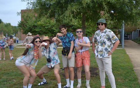 Tacky Tourist Tuesday Gears Up!