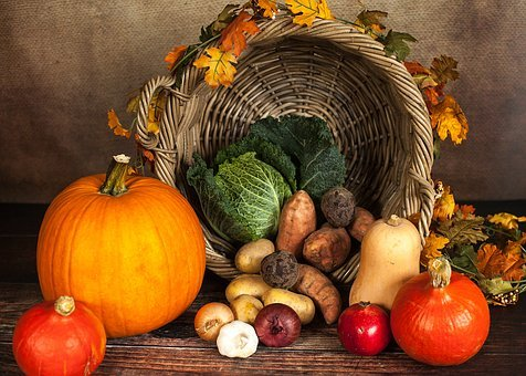 To celebrate Thanksgiving, some families choose to decorate their  households with fruits and vegetables.