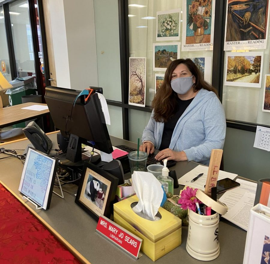 NoVA Vaccine Hunter and FHS Librarian Mary Jo Sears uses her resources to help others make vaccination appointments.